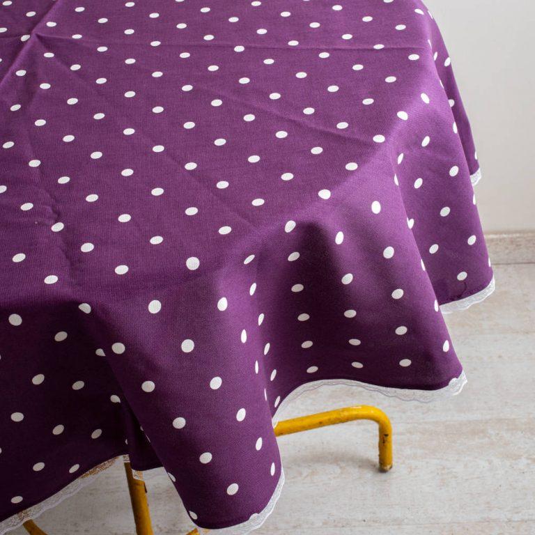 מפה בצבע סגול לשולחן עגול
